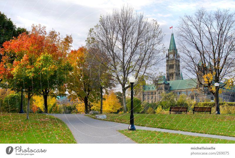 Himmel blau Stadt grün Farbe Baum rot Landschaft Wolken Haus gelb Umwelt Herbst Architektur Gebäude braun