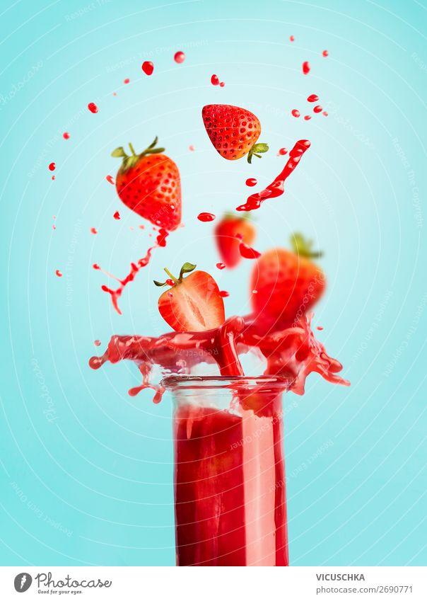 Glas mit Erdbeeren Getränk und Spritze Gesunde Ernährung Sommer rot Gesundheit Lebensmittel Hintergrundbild Stil Frucht Design Tisch Fitness Wellness sportlich