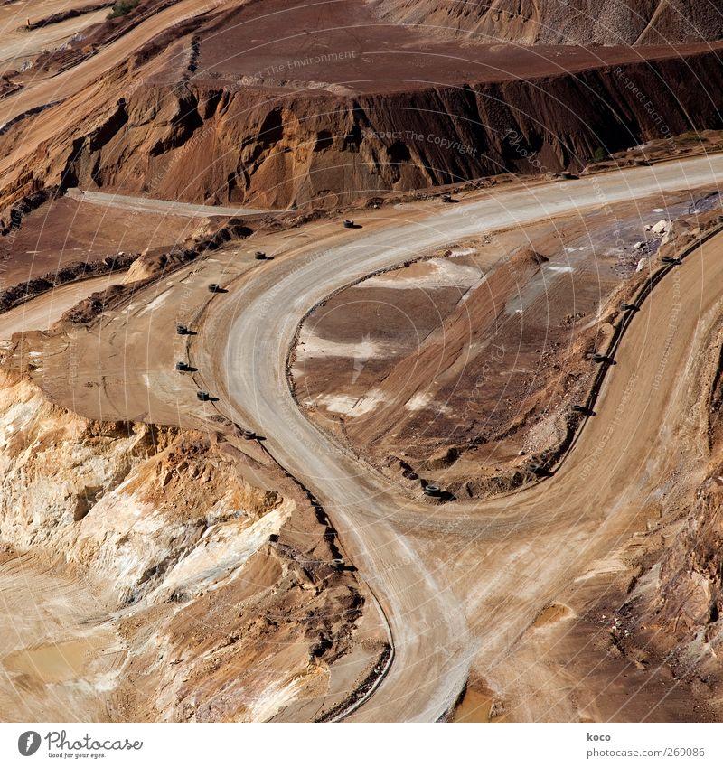 Scharfe Kurven Umwelt Landschaft Erde Sand Sommer Schönes Wetter Hügel Alpen Berge u. Gebirge Erz Wüste Wüstenpiste Verkehr Verkehrswege Berufsverkehr