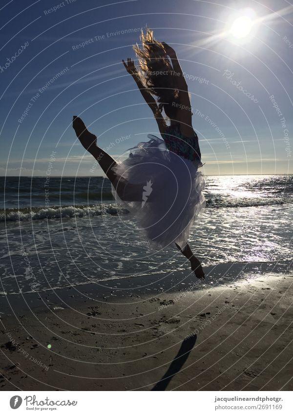 Sunset Dancer Glück sportlich Sonne Strand Meer Sport Tanzen Mensch feminin Jugendliche Körper Kopf Haare & Frisuren Rücken Arme Hand Finger Bauch Gesäß Beine