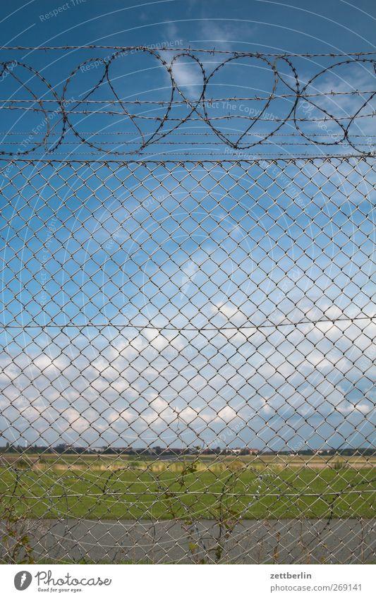 Landschaft hinter Zaun Himmel Natur Stadt Sommer Landschaft Einsamkeit Wolken Umwelt Wetter Platz Klima Schönes Wetter Sehnsucht Fernweh Barriere Grenze