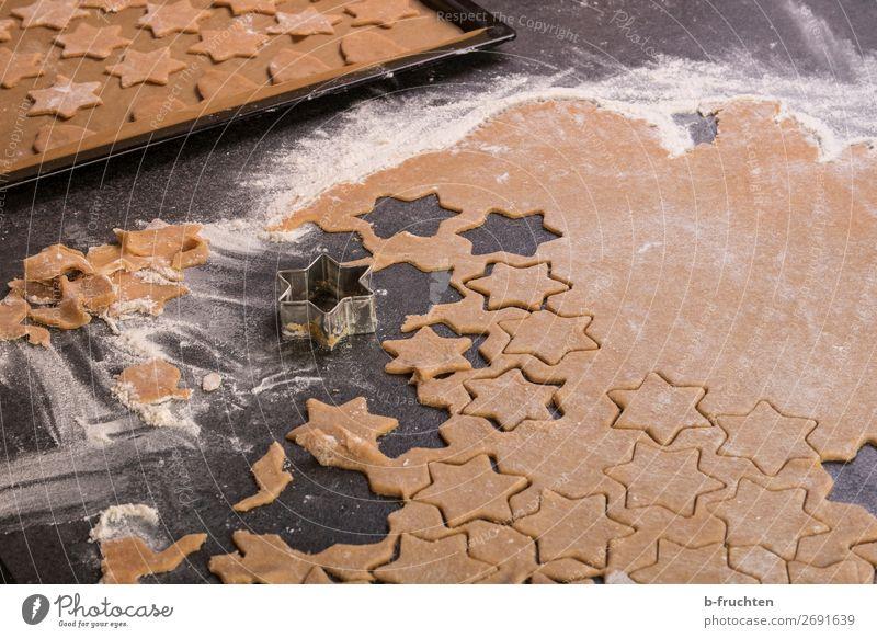 Kekse backen Lebensmittel Teigwaren Backwaren Süßwaren Ernährung Weihnachten & Advent Küche Arbeit & Erwerbstätigkeit frisch Ausstechform Bäckerei Mehl