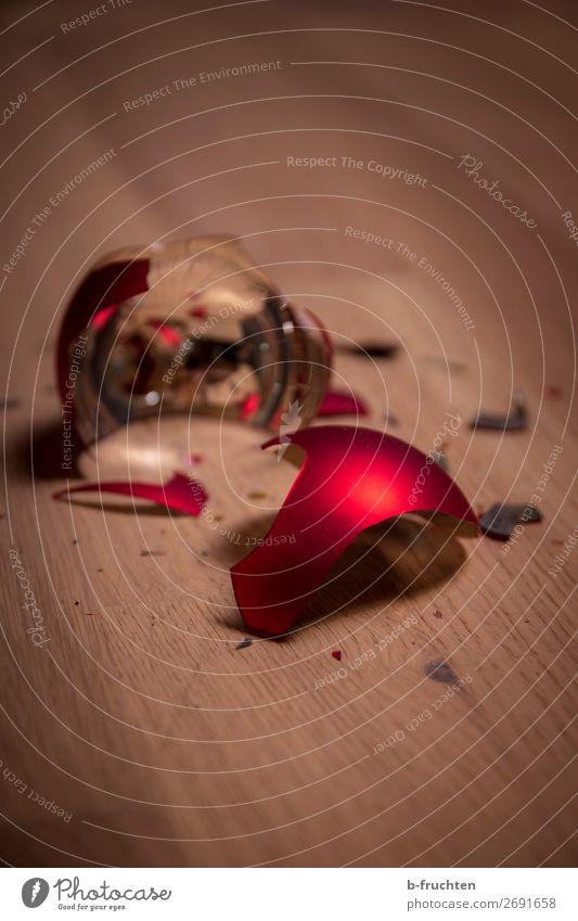 ausgeträumt Feste & Feiern Weihnachten & Advent Silvester u. Neujahr Dekoration & Verzierung Kitsch Krimskrams Glas berühren träumen werfen glänzend rot Freude