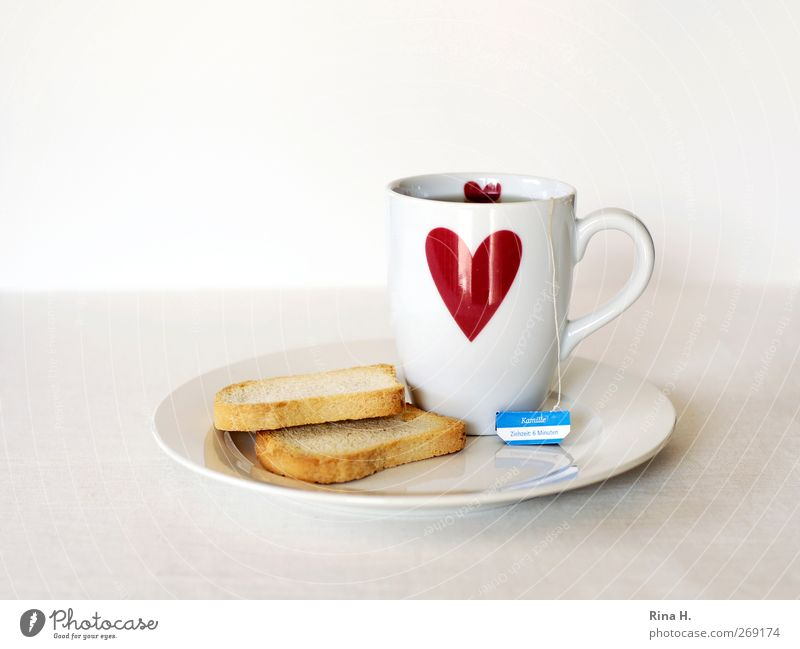 6 Minuten (Schonkost III ) Teigwaren Backwaren Zwieback Heißgetränk Tee Teller Becher Herz rot weiß Gesundheit Teebeutel Kamillentee Farbfoto Innenaufnahme