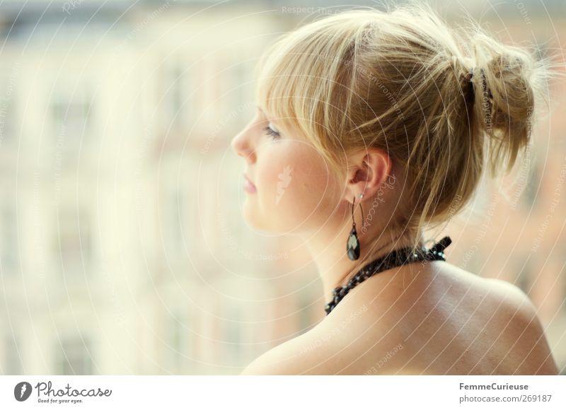 Waiting for you... Mensch Frau Jugendliche Einsamkeit Erwachsene Liebe Fenster Kopf Stil blond Rücken Junge Frau warten Haut 18-30 Jahre nachdenklich