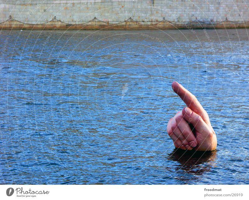 Fingerzeig lustig außergewöhnlich geheimnisvoll Richtung bizarr aufwärts Skulptur Geister u. Gespenster Surrealismus zeigen seltsam Hinweis unheimlich Kunstwerk Wasseroberfläche Zeigefinger