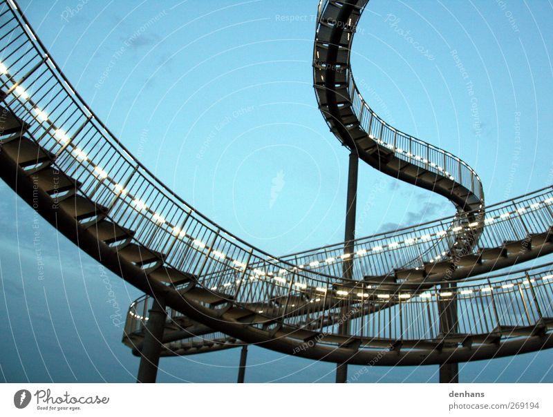 Schlangenbrut Himmel blau Bewegung grau Kunst Zufriedenheit gehen Kraft Treppe außergewöhnlich hoch ästhetisch Brücke Schnur fantastisch Stahl