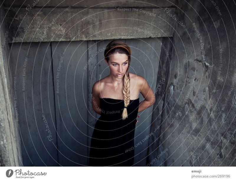 beautiful feminin Junge Frau Jugendliche 1 Mensch 18-30 Jahre Erwachsene Mode blond langhaarig Zopf dunkel dünn schön Erotik Fischgrätenmuster Farbfoto