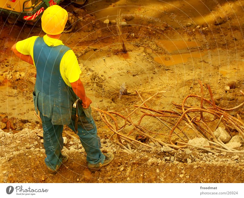 Bautrupp Helsinki #2 Erde dreckig warten Arbeiter Baustelle Dienstleistungsgewerbe Stahl Werkzeug Konstruktion Gitter Bauarbeiter Helm Finnland Fortschritt Bagger Hammer