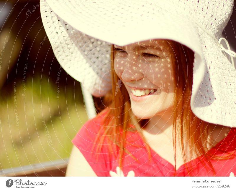 The smile on her face... Mensch Frau Natur Jugendliche schön rot Sommer Freude Erwachsene Gesicht Wiese Kopf lachen Garten Stil Park