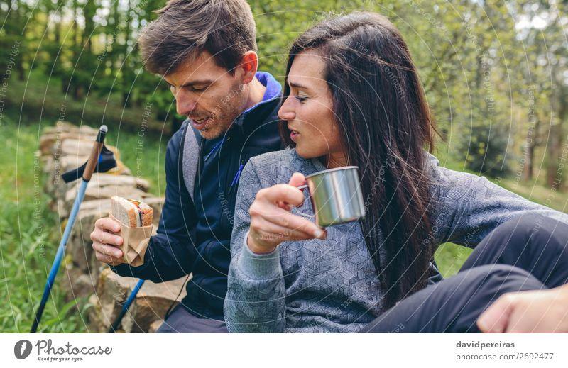 Pausieren Sie beim Trekking. Essen trinken Lifestyle Freizeit & Hobby Ferien & Urlaub & Reisen Abenteuer Berge u. Gebirge wandern Sport Klettern Bergsteigen