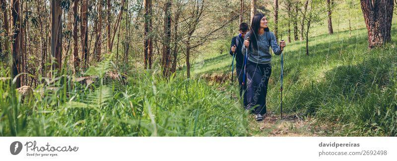 Ein paar Wanderer beim Trekking Lifestyle Ferien & Urlaub & Reisen Ausflug Abenteuer Berge u. Gebirge wandern Sport Klettern Bergsteigen Internet Mensch Frau