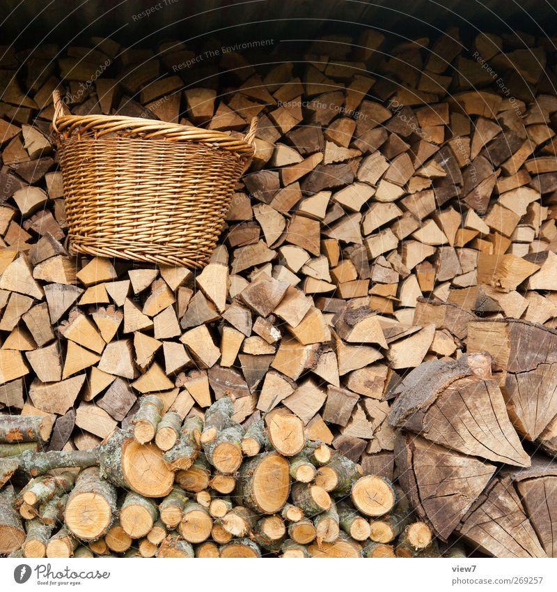 zu Gast beim Nordreisenden heimwerken Natur Holz authentisch Energie Hoffnung Ordnung Qualität stagnierend Stapel Vorrat holzheizung heizen Korb Holzstapel