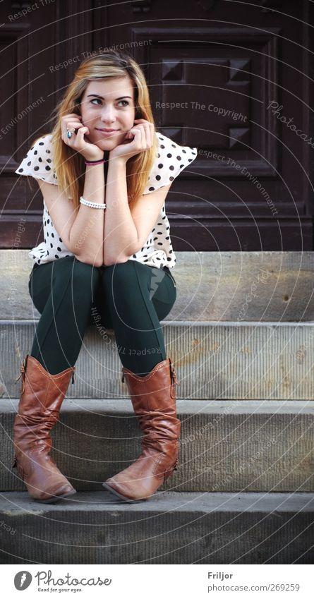 Sitting, Waiting, Wishing Mensch Jugendliche Erwachsene feminin träumen Junge Frau sitzen warten 18-30 Jahre