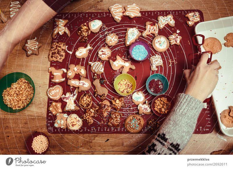 Frau Kind Mensch Jugendliche Hand Lebensmittel Lifestyle Erwachsene Familie & Verwandtschaft Feste & Feiern oben Design 13-18 Jahre Tisch Herz authentisch