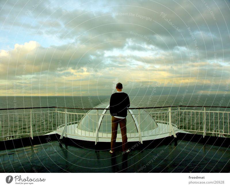 Meerblick Wasserfahrzeug Ferien & Urlaub & Reisen Finnland Fähre Wolken Kuppeldach Symmetrie Europa Schweden Abend Himmel Mensch Rücken