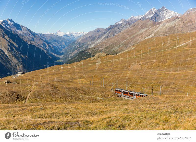 # 780 Schweiz Matterhorn Wahrzeichen Berge u. Gebirge Dorf wandern Mountainbike Trail Wege & Pfade Farbfoto weiches Licht Gipfel Wiese friedlich Schnee