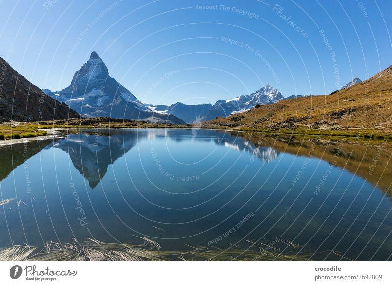 # 775 Schweiz Matterhorn Wahrzeichen Berge u. Gebirge Dorf wandern Mountainbike Trail Wege & Pfade Farbfoto weiches Licht Gipfel Wiese friedlich Schnee