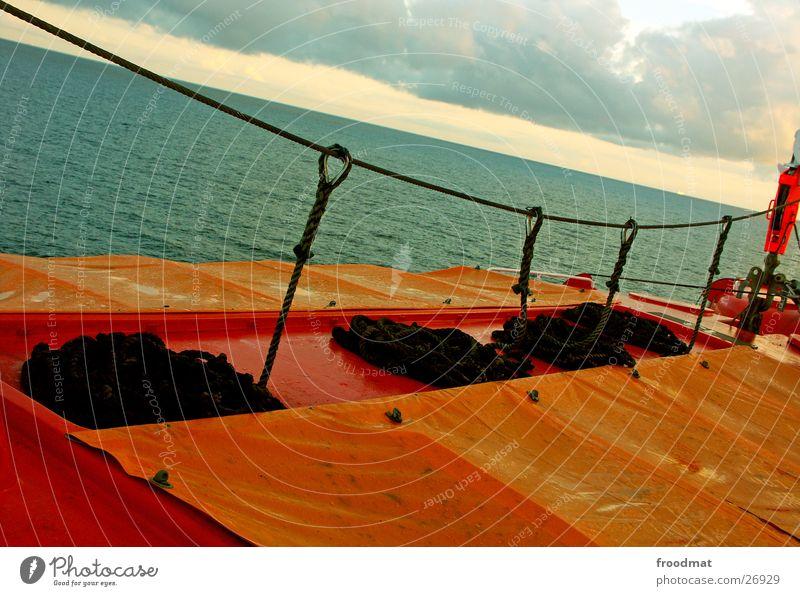 Rettung - Orange Wasser Meer Wasserfahrzeug orange nass Seil verrückt feucht Schifffahrt Schnecke Schweden Abdeckung Beiboot Abendsonne