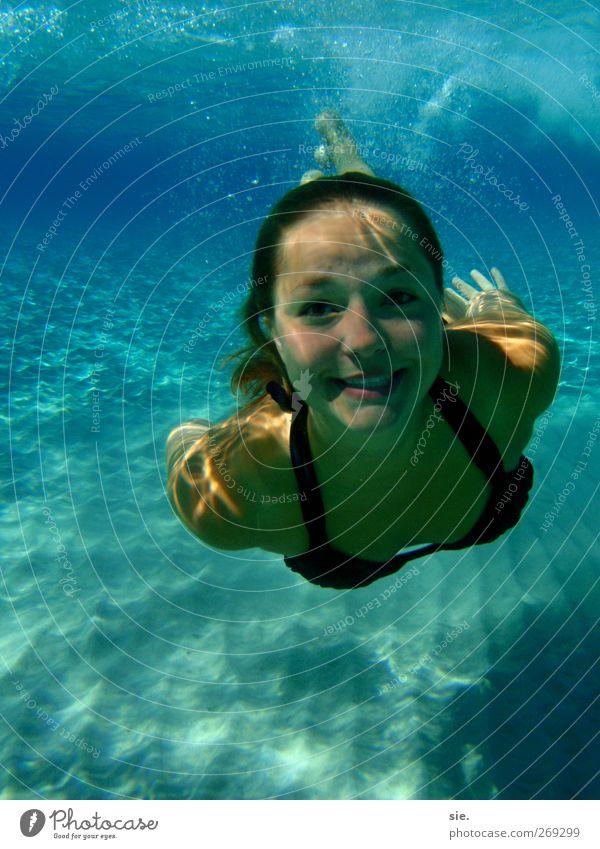 die nixe Gesicht Ferne Freiheit Expedition Sommer Sonne Sonnenbad Meer Insel Wellen Frau Erwachsene Leben Natur Wasser Bucht Bewegung glänzend