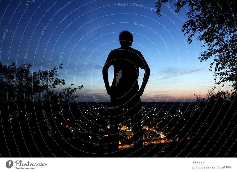 Die City schläft ... Mensch maskulin 1 18-30 Jahre Jugendliche Erwachsene Umwelt Natur Landschaft Hügel Felsen Stadt Haus atmen Gefühle Begeisterung Kraft