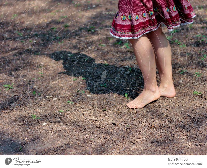 a treasure Mensch Frau Kind Jugendliche rot Sonne Freude Erwachsene feminin Leben Beine Fuß Erde Tanzen Junge Frau natürlich