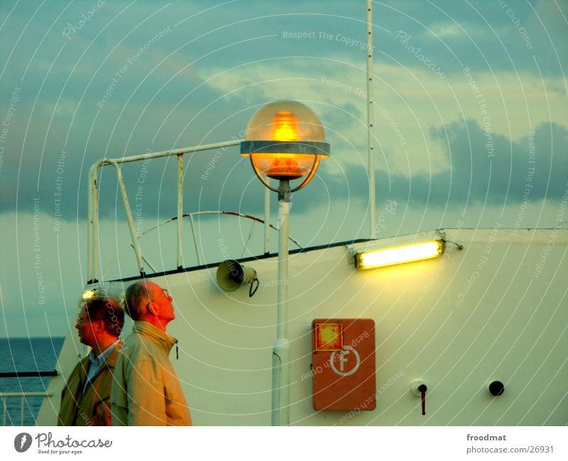 Rundumblick Mann Sonnenuntergang Lampe Feuerlöscher Wasserfahrzeug Fähre Finnland Abend Abenddämmerung Schweden Perspektive