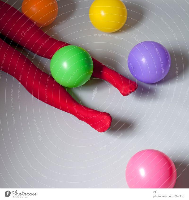 beine und ballons Mensch Frau Jugendliche rot Freude Erwachsene Erholung feminin Junge Frau Party Beine Fuß Feste & Feiern liegen 18-30 Jahre Geburtstag