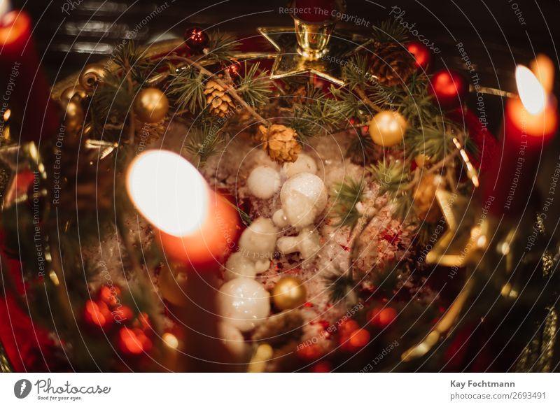 brennende Kerzen und Weihnachtsschmuck Adventszeit Kunst atmosphärisch Hintergrund Hintergründe schön Niederlassungen Kerzenschein Feier Weihnachten