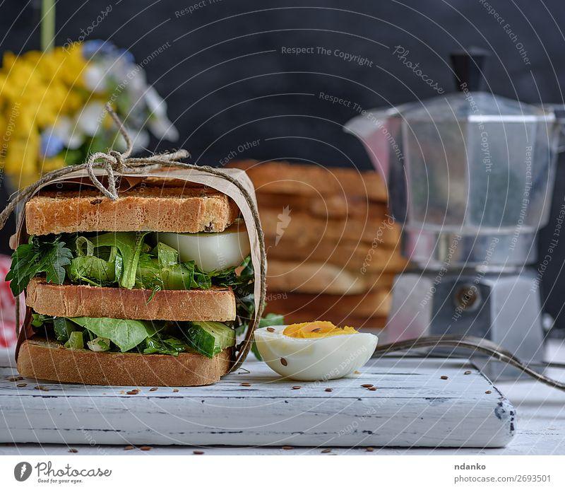 grün weiß Speise Holz braun frisch Tisch kochen & garen lecker Gemüse Frühstück Essen zubereiten Vegetarische Ernährung Brot Abendessen Fleisch