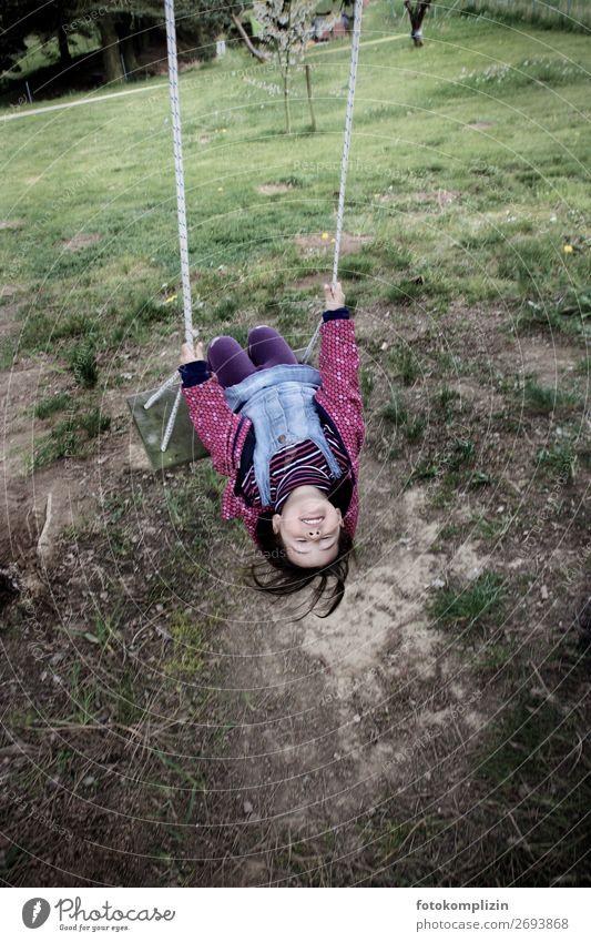 mädchen schaukel Kinderspiel Schaukel Mädchen Kindheit 1 Mensch schaukeln träumen frei Fröhlichkeit Glück Gefühle Zufriedenheit Lebensfreude Leidenschaft