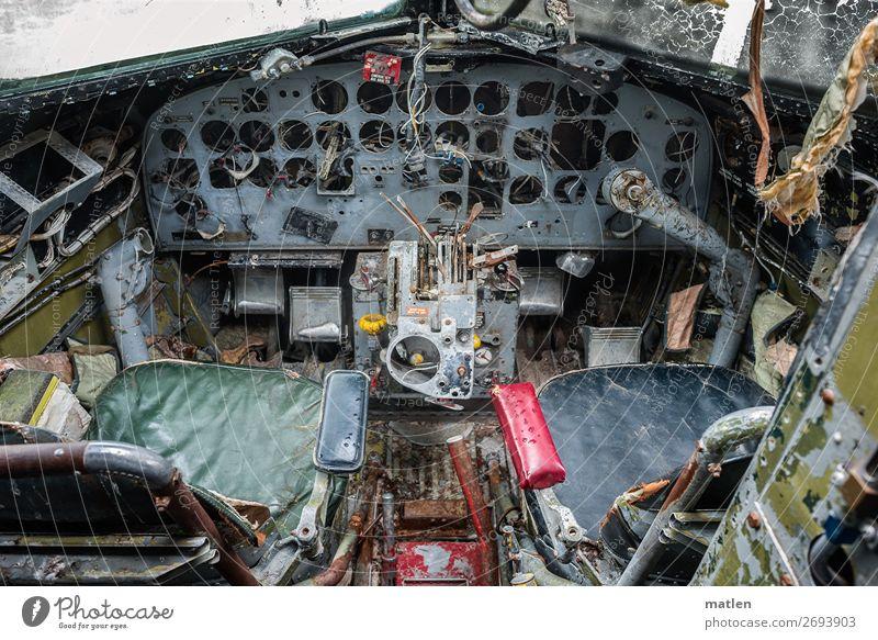 Cockpit Kabel Messinstrument Kompass Technik & Technologie Luftverkehr Flugzeug blau braun mehrfarbig gelb grau grün rot schwarz Pedal Sitz Schiffswrack nass