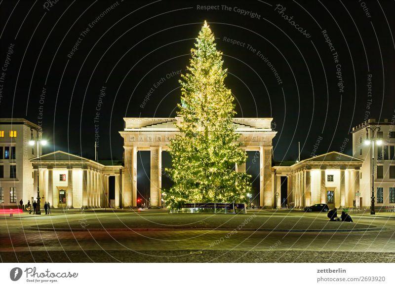 Weihnachtsbaum am Brandenburger Tor Abend Berlin dunkel Menschenleer Nacht Pariser Platz Textfreiraum Weihnachten & Advent Illumination Schmuck