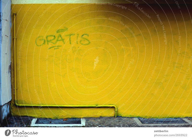 Gelbe Wand Stadt Stadtleben Berlin Gebäude Haus Menschenleer Schöneberg Szene Textfreiraum Farbe knallig gelb kostenlos Schriftzeichen Typographie Vandalismus
