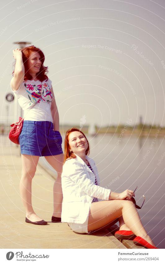 Girls, Girls, Girls! Mensch Frau Jugendliche Ferien & Urlaub & Reisen Sonne Sommer Freude Erwachsene Erholung Ferne feminin Freiheit Stil See Freundschaft