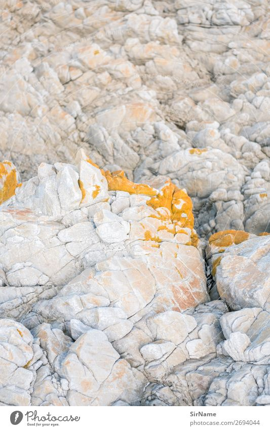 430 [felsenzart] Berge u. Gebirge Umwelt Natur Landschaft Urelemente Küste Seeufer Riff Stein ästhetisch gelb weiß Ewigkeit Idylle rein Wandel & Veränderung