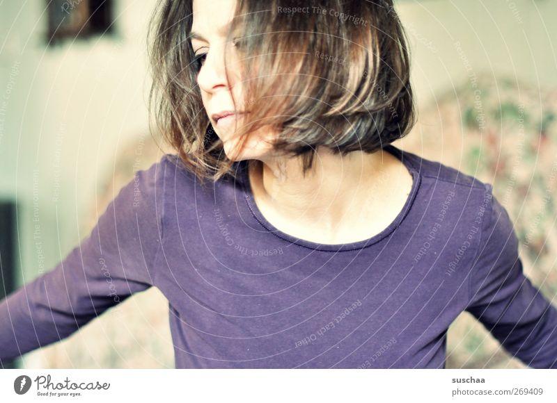 emotion feminin Junge Frau Jugendliche Erwachsene Körper Kopf Haare & Frisuren Gesicht Auge Nase Mund 1 Mensch 30-45 Jahre Bewegung träumen verrückt Wärme