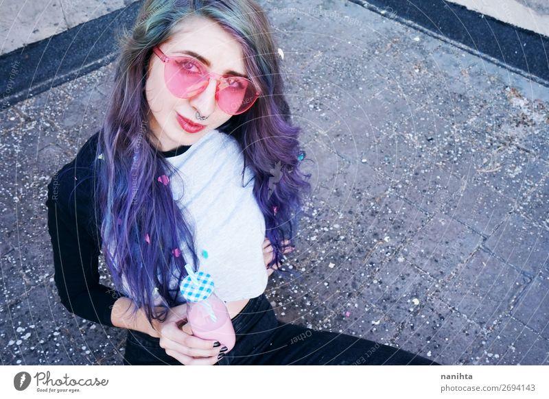 Frau Mensch Jugendliche Junge Frau Sommer Farbe schön 18-30 Jahre Lifestyle Erwachsene lustig feminin Glück Feste & Feiern Stil Party