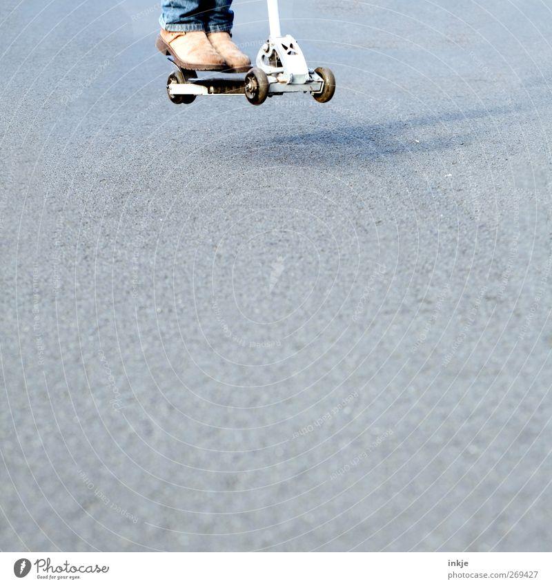 jump and run Mensch Kind Jugendliche Straße Leben Spielen Bewegung Wege & Pfade springen Fuß Kindheit Freizeit & Hobby Lifestyle fahren Asphalt Verkehrswege