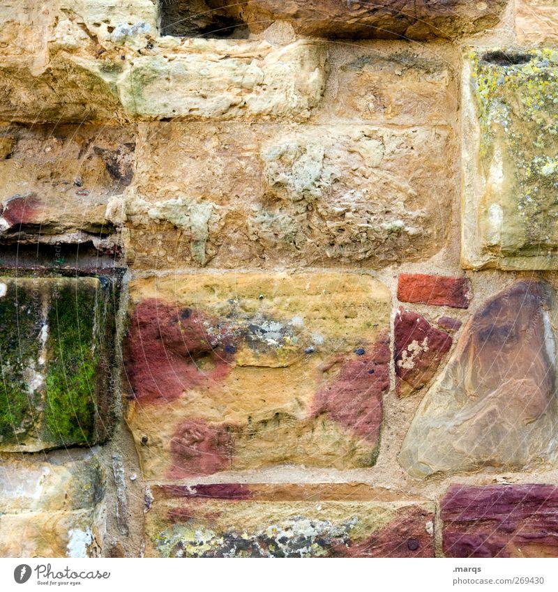 Stein für Stein Mauer Wand Fassade alt außergewöhnlich einzigartig Kitsch mehrfarbig Vergangenheit Vergänglichkeit Haus Vielfältig Renovieren bauen Farbfoto