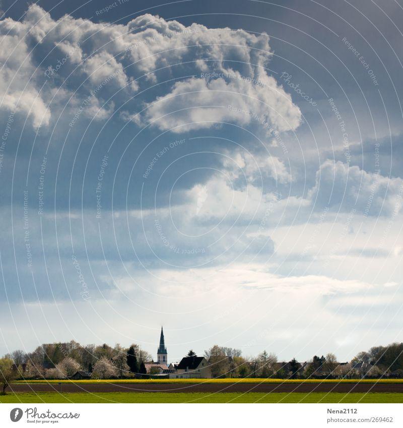 Aprilstimmung Himmel Natur blau Wolken Umwelt Landschaft dunkel Wiese Frühling grau Erde Feld Geschwindigkeit Kirche bedrohlich Unwetter