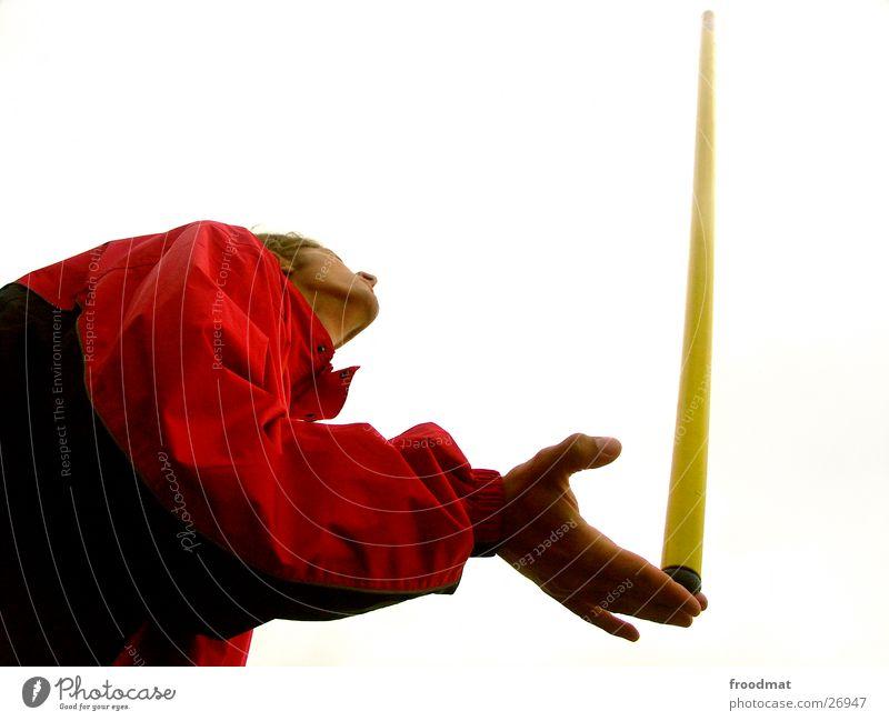 Stabbalance Hand Zufriedenheit Finger Gleichgewicht rot gelb Kinn Daumen Unendlichkeit weiß Schwerelosigkeit bewegungslos sehr wenige Jacke schwarz Mann Licht