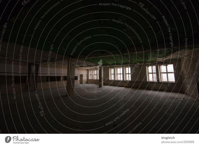 maroder Charme II Industrieanlage Bauwerk Gebäude Architektur Halle Fenster alt gruselig hässlich schwarz Verfall verfallen Farbfoto Gedeckte Farben