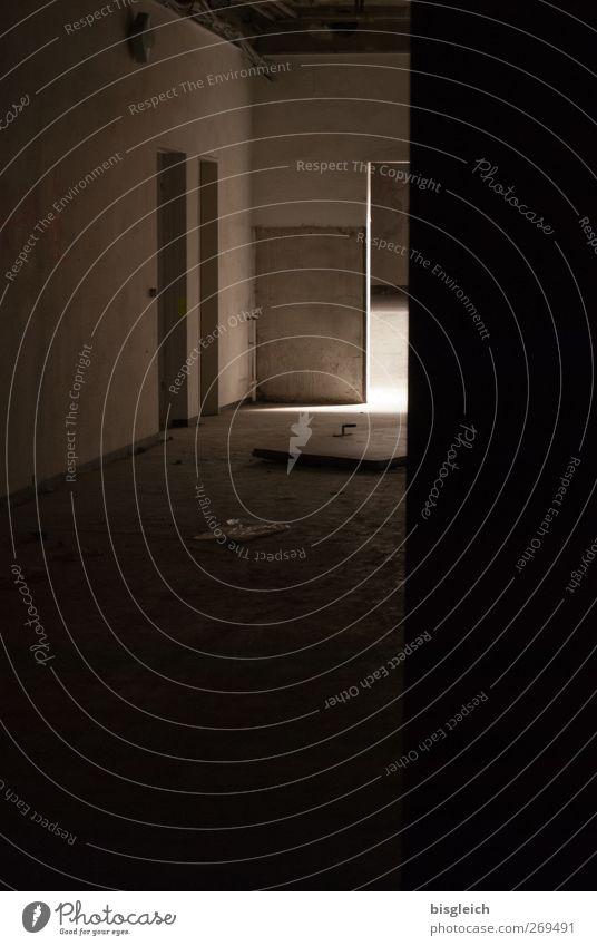 maroder Charme IV Menschenleer Industrieanlage Fabrik Ruine Tür alt gruselig Stadt braun schwarz geheimnisvoll Verfall verfallen Farbfoto Gedeckte Farben