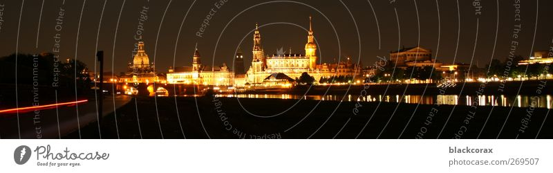 Dresden at night Stadt Altstadt Skyline Sehenswürdigkeit Wahrzeichen elegant glänzend groß historisch Wärme Gedeckte Farben Außenaufnahme Abend Nacht Licht