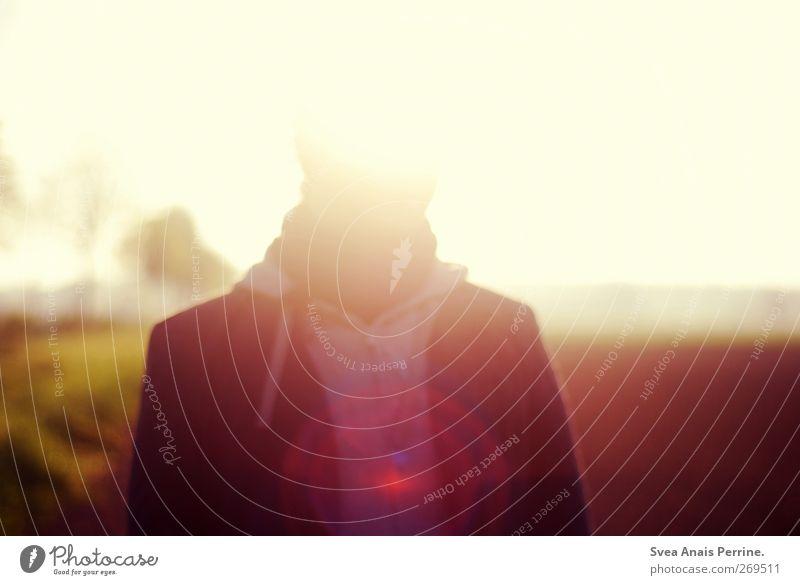 kombinat.ion 100 Mensch Jugendliche Sommer Erwachsene Mode Feld natürlich maskulin 18-30 Jahre stehen leuchten Warmherzigkeit Schönes Wetter Jacke Lebensfreude