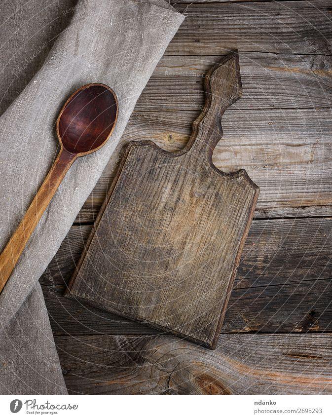 alter brauner Holzlöffel und Schneidebrett Löffel Design Tisch Küche Werkzeug Stoff Kochlöffel oben retro Hintergrund Holzplatte zerkleinernd Essen zubereiten