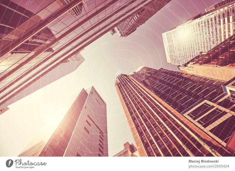 Blick auf Manhattan Gebäude, New York. kaufen Reichtum elegant Stil Design Sightseeing Städtereise Sonne Arbeitsplatz Büro Stadt Hochhaus Bankgebäude