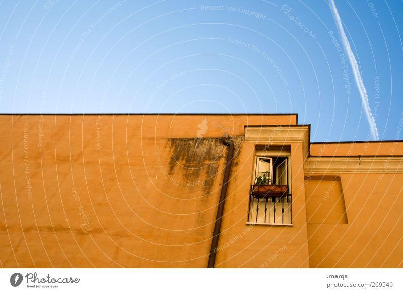 Balkon Lifestyle Stil Design Häusliches Leben Haus Wolkenloser Himmel Rom Italien Gebäude Architektur Mauer Wand Fassade Fenster Flachdach Regenrinne Linie