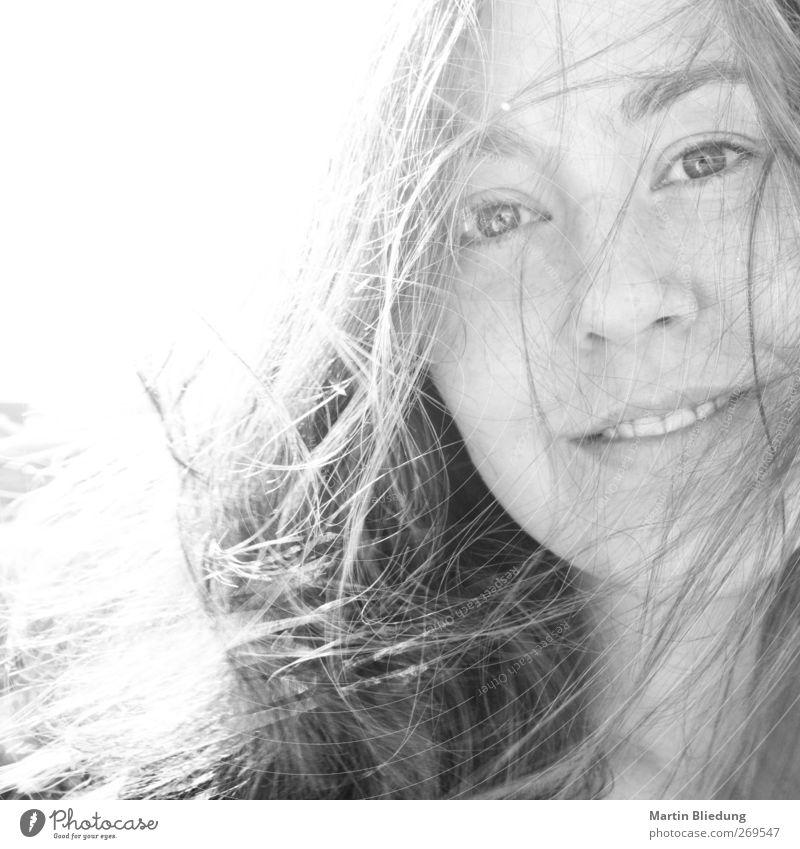 happy feminin Junge Frau Jugendliche Schwester Kopf Haare & Frisuren Gesicht 1 Mensch 18-30 Jahre Erwachsene Lächeln Blick Freundlichkeit Fröhlichkeit Glück nah